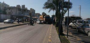 قطع طرقات مدينة طرابلس المنكوبين والبداوي والملولة احتجاجاً على قرار الاقفال